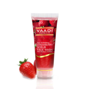 Strawberry Scrub Face Wash With Mulberry Extract (60 Ml)